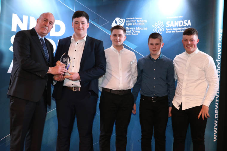 Andy Hall, Chair of SANDSA presents the Junior Club Team of Year 2018 award to (from left) Dylan Medlicott, Rian Carvill, Bailey Wilson and John Dunne, Warrenpoint Golf Club, Irish Junior Foursomes.