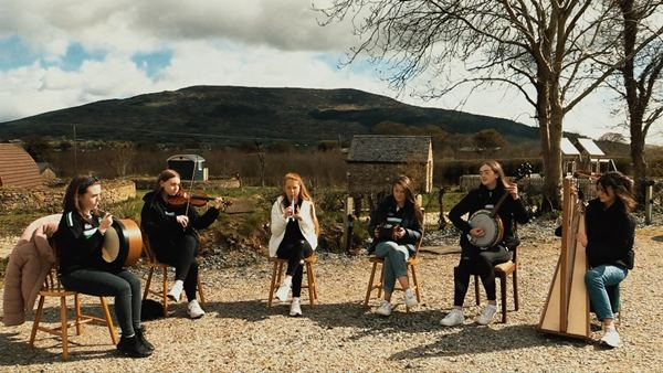 Traditional Arts Partnership perform at Bluebell Lane Glamping in Mullaghbane.